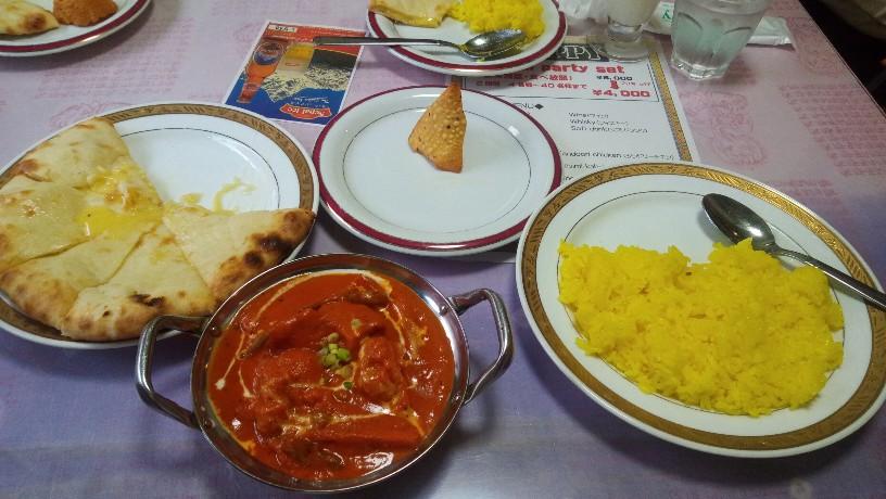 インド・ネパール料理屋ハッピーで美味しいチーズナンとカレーを堪能してきました。